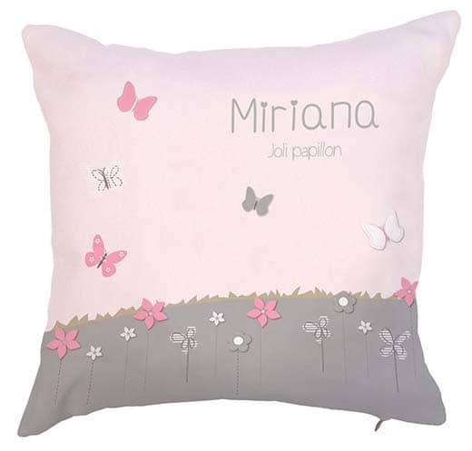 Coussin envolée de papillons rose poudré et gris