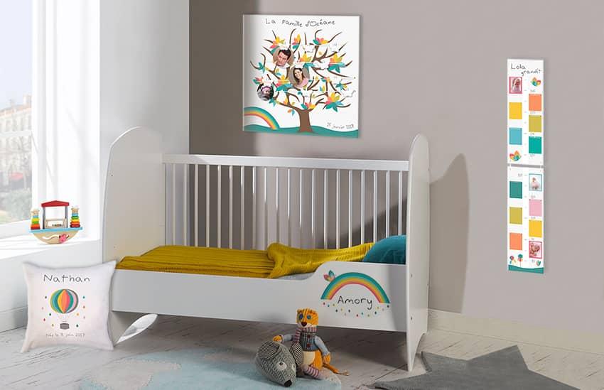 Chambre bébé mixte et déco personnalisée sur le thème de l'arc en ciel