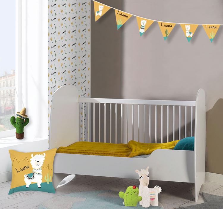 Une déco personnalisée sur le thème des lamas pour une chambre de bébé tandance