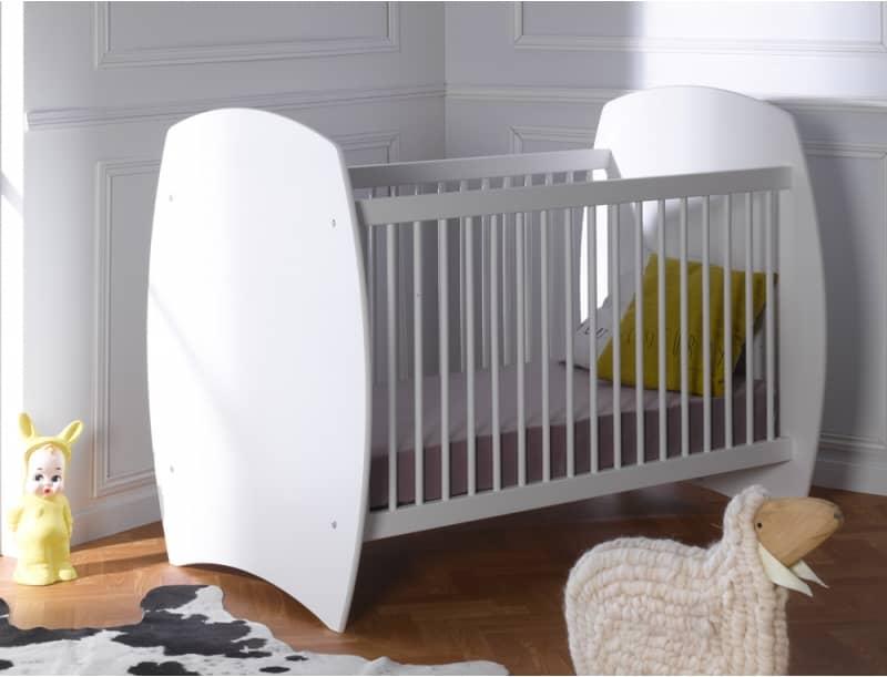 Lit évolutif EPURE blanc à barreaux pour chambre de bébé