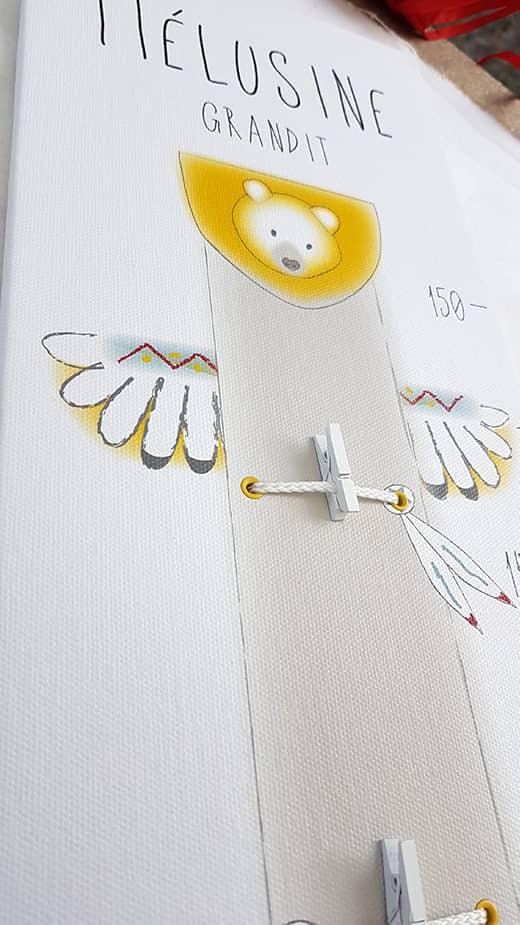 Toise bois porte-photos à suspendre avec des mini-pinces