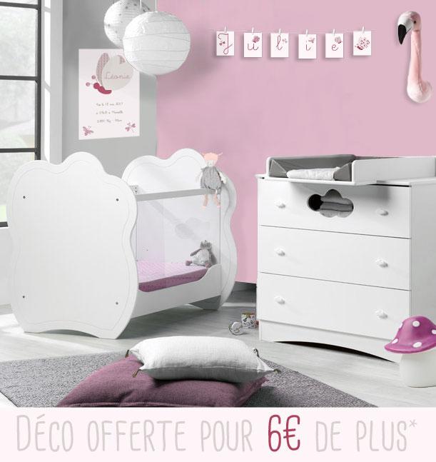 Chambre bébé essentielle avec mobilier aux courbes arrondies ...